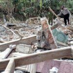 Pembelian Rumah tak kunjung dilunasi, Anak di Ponorogo Tega Robohkan Rumah Ibunya dengan Alat Berat