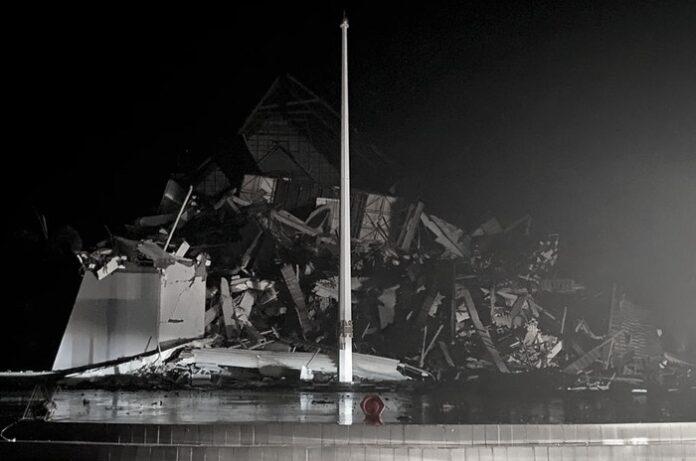 Gempa M 6,2 Guncang Majene, Gedung Gubernur Hingga Rumah Sakit Ambruk, 3 Orang Tewas, 6 Tertimbun Reruntuhan dan Puluhan Luka-Luka