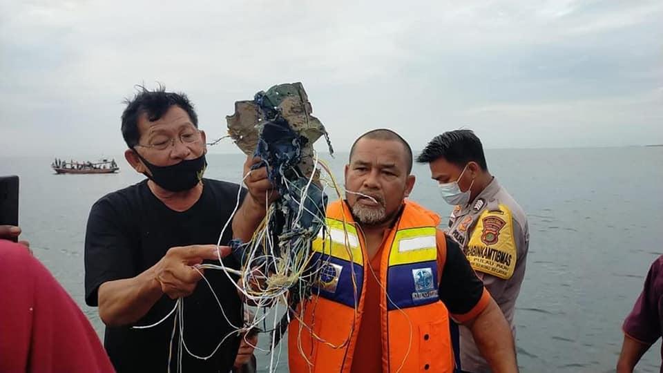 sriwijaya air hilang kontak SJ182
