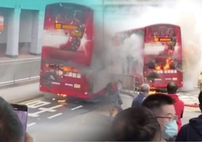 Bus KMB Tingkat Kebakaran di Wan Chai, 100 Penumpang di Evakuasi