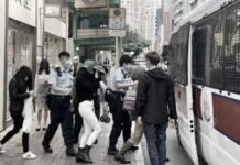 Apes, 8 TKW Hong Kong ditangkap Polisi dan Petugas Imigrasi Saat Melakukan Penggerebekan disebuah Panti Pijat