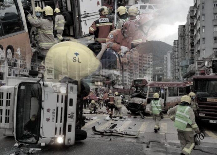 1 Sopir dan 9 Penumpang Terluka Setelah Minibus Bertabrakan Dengan Mobil Truk di Cheung Sha Wan